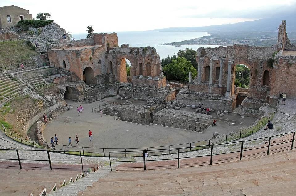 Teatro Greco di Siracusa: Spettacoli e Tragedie